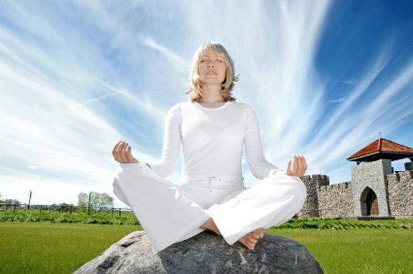 9 методов улучшения памяти - остановить стресс: занятие йогой, массаж