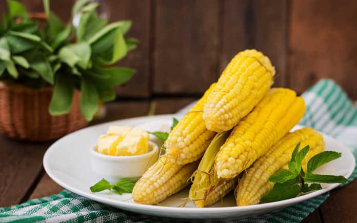 Чем полезна варёная кукуруза